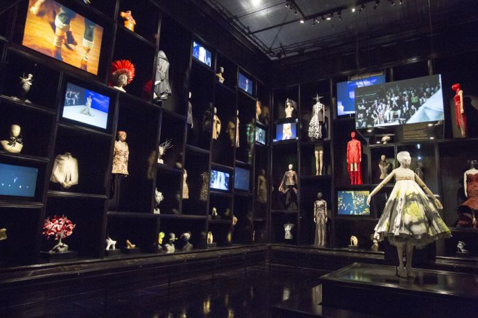 Installation_view_of__Cabinet_of_Curiosities_gallery_Alexander_McQueen_Savage_Beauty_at Victoria_and_Albert_Museum_London