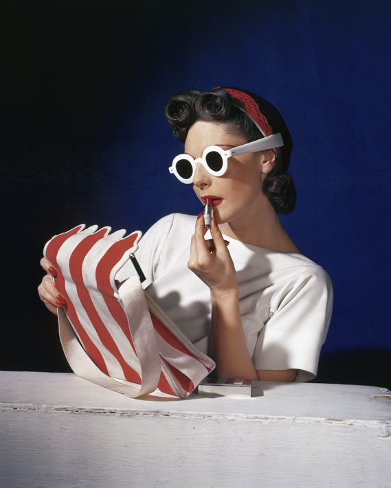 12._muriel_maxwell_american_vogue_cover_1_july_1939__conde_nast_horst_estate_0