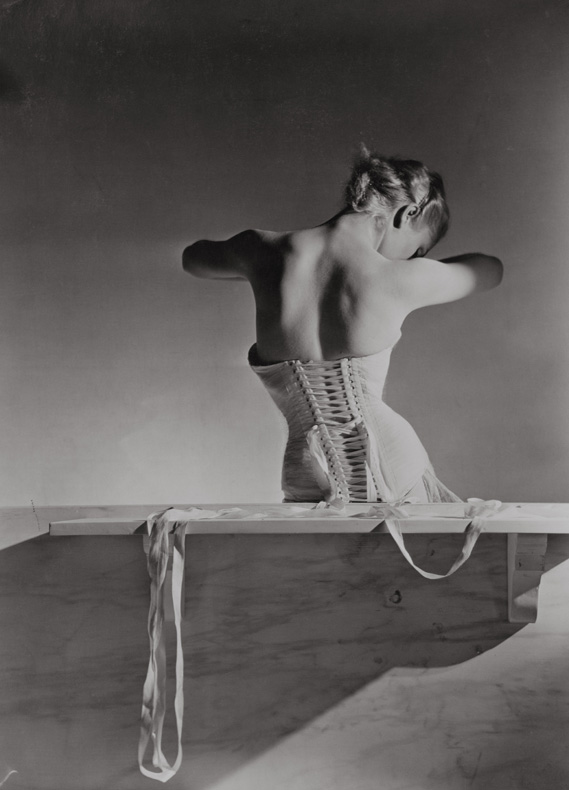 6._corset_by_detolle_for_mainbocher_1939__conde_nast_horst_estate_0